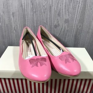Pink pin up flats
